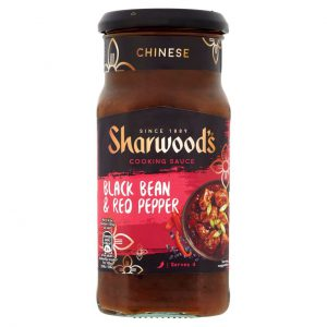 Σάλτσα Sharwoods Black Bean and Red Pepper Cooking Sauce Mild 425g